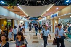 京都,日本- 2017年7月05日:人人群赶紧在Keihan火车站在京都,日本 Keihan铁路局 免版税图库摄影