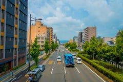 京都,日本- 2017年7月05日:在京都街道上的汽车在日本 京都大都会是一个最人口众多的城市  库存照片
