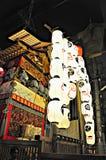 京都,日本- 2011年7月15日:在红色盖的一座便携式的寺庙a 库存图片