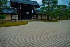京都,日本- 2017年7月05日:在Arashiyama的主要亭子Tenryu籍寺庙,在京都附近 日本 Tenryuji Sogenchi池塘 库存图片