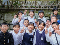 京都,日本- 2015年3月24日:小组日本人Elemantary schoo 免版税库存图片