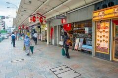 京都,日本- 2017年7月05日:走在Gion区的街道的未认出的人民,位于中心  库存图片