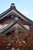 京都,日本- 11月24 :在Eikando寺庙的秋天叶子在Novem 库存照片