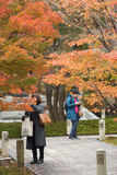 京都,日本- 11月25 :Chishaku在寺庙的游人在autu 库存图片