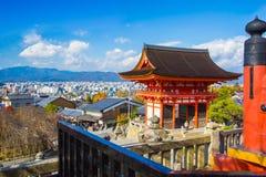 京都从清水寺寺庙的都市风景视图在日本 免版税库存图片
