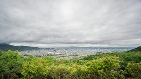 京都从Arashiyama的地平线定期流逝 股票录像