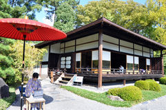 京都10月22日: 旅游访问和喝在Nijo的日本茶 库存图片