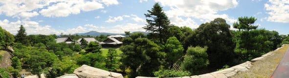 京都Nijo城堡庭院和大厦 免版税库存图片