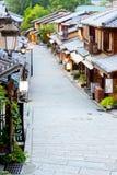 京都Sannen-Zaka街著名Kasagi-Ya商店 图库摄影
