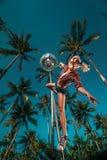 亭亭玉立的优美的杆舞蹈家的图象 免版税库存图片