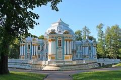 亭子偏僻寺院 24凯瑟琳中心系列前面的皇家km贵族公园彼得斯堡住宅俄国selo南st tsarskoye访问 普希金市 库存照片