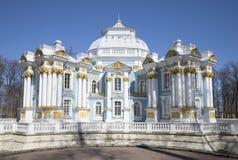 亭子偏僻寺院的旁边门面 Tsarskoye Selo 免版税库存图片