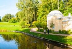 亭子在巴甫洛夫斯克公园疆土在巴甫洛夫斯克,St说出Cold Bath名字 免版税库存图片