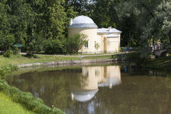 亭子-冷的浴 Pavlovsk 彼得斯堡圣徒 免版税库存照片