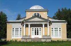 亭子pavlovsk玫瑰 免版税库存照片