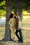 亲吻人妇女 免版税图库摄影