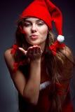 亲吻圣诞老人的女孩辅助工 库存照片