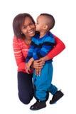 亲吻母亲和子项 免版税图库摄影