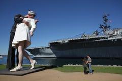 亲吻雕象在圣迭戈 免版税库存图片