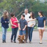 亲密的家庭 免版税库存照片