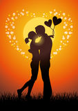 亲吻夫妇sihouette的恋人 免版税图库摄影