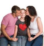 亲吻父项的女儿 免版税库存照片
