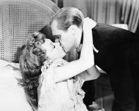 亲吻的夫妇(所有人被描述不更长生存,并且庄园不存在 供应商保单那里将b 免版税库存照片
