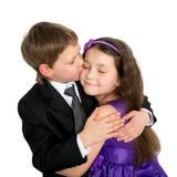 亲吻的小孩拥抱和 第一爱人 免版税库存图片