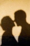 亲吻的阴影 免版税库存照片