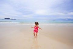 年轻人一个岁女孩在夏威夷 库存照片