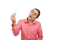 年轻人与惊奇的神色在一个电灯泡 库存照片