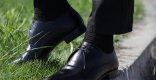 人与鞋子的` s袜子 免版税库存照片
