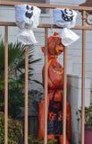人为南瓜从在篱芭的一个塑料袋朝向 万圣节 图库摄影