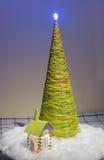 人为圣诞树由螺纹制成 库存图片