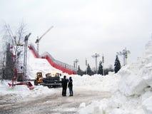人为滑雪倾斜 库存照片