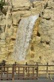 人为瀑布在迪拜,阿拉伯联合酋长国 免版税库存图片