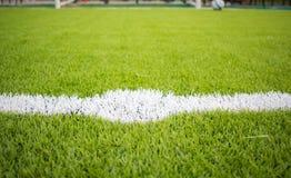 人为草皮橄榄球场绿色白色栅格 免版税图库摄影