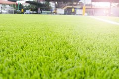 人为草皮橄榄球场绿色白色栅格 免版税库存照片