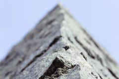 人为蓝色轻的石墙 宏观射击 免版税图库摄影