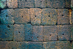 人为蓝色轻的石墙 库存图片