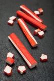 人为蟹肉,仿制龙虾 红色棍子surimi 免版税图库摄影