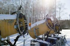 人为雪的雪大炮在滑雪胜地 免版税库存图片