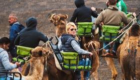 人乘坐的骆驼 免版税图库摄影