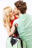 年轻人亲吻的夫妇的画象 免版税库存照片