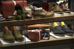 人人时装鞋店 库存图片