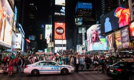 人人群从世界走向时报广场 库存照片