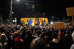 人人群在街道抗议期间的 免版税图库摄影