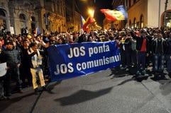 人人群在街道抗议期间的 图库摄影