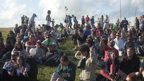 人人群坐草观看 股票视频