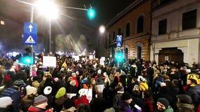 人人群抗议反对罗马尼亚人腐败政客 股票录像